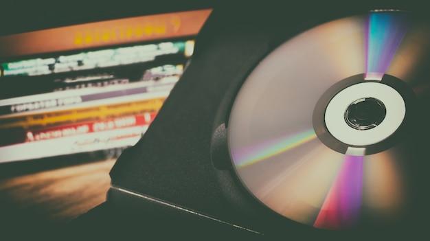 Компакт-диски и дисковые коробки