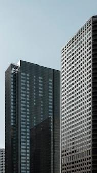 유리 외관이있는 회사 사무실 본사 건물