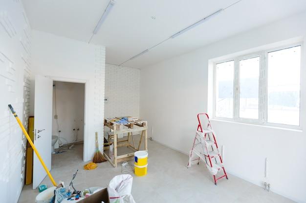Сравнение комнаты с ремонтом квартиры в новом доме
