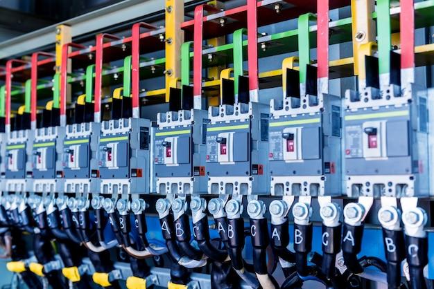완전한 변전소의 전기 장비 구획