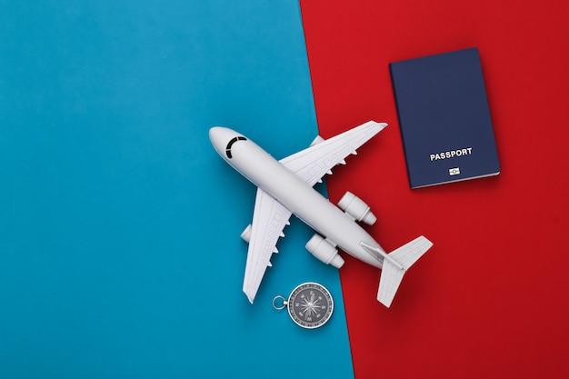 나침반과 비행기, 빨강-파랑 여권