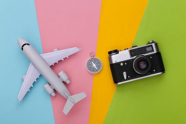 나침반, 카메라 및 비행기