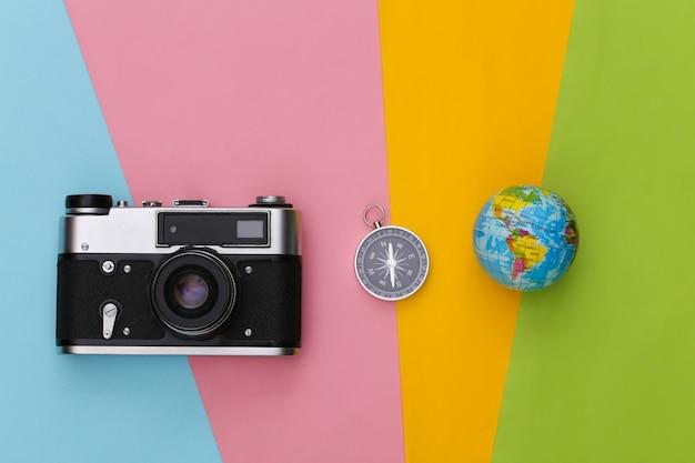 나침반, 지구본 및 카메라