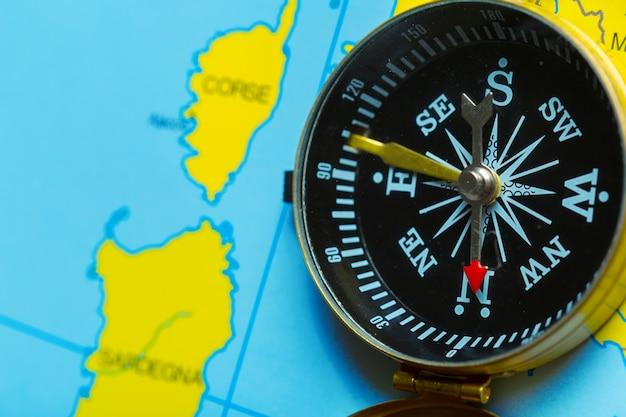 地図背景旅行をコンパスします。