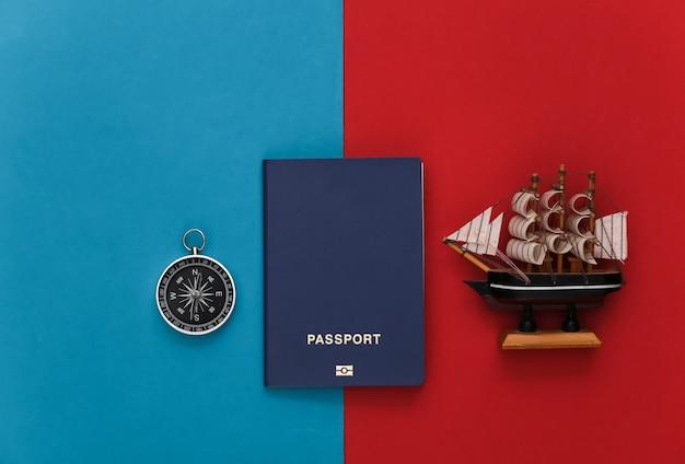 나침반, 여권 및 배는 빨강-파랑