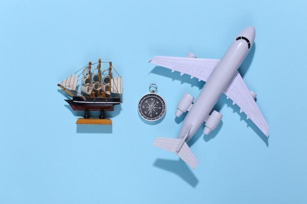 밝은 파란색에 나침반, 선박 및 항공 비행기