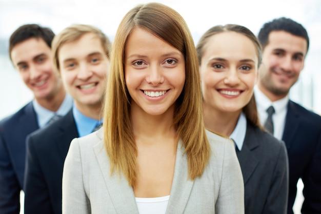 Конкурентное группа бизнесменов
