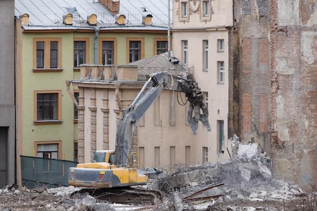 高度に機械化された建物構造の完全な解体