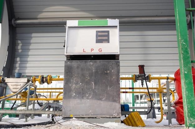 Комплекс для заправки авто бензином на заправке.