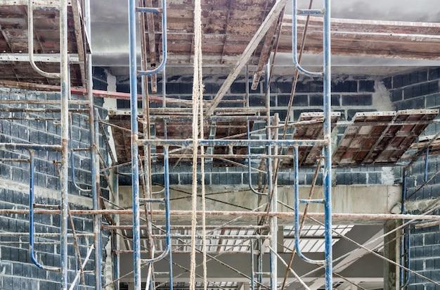Complex scaffolding