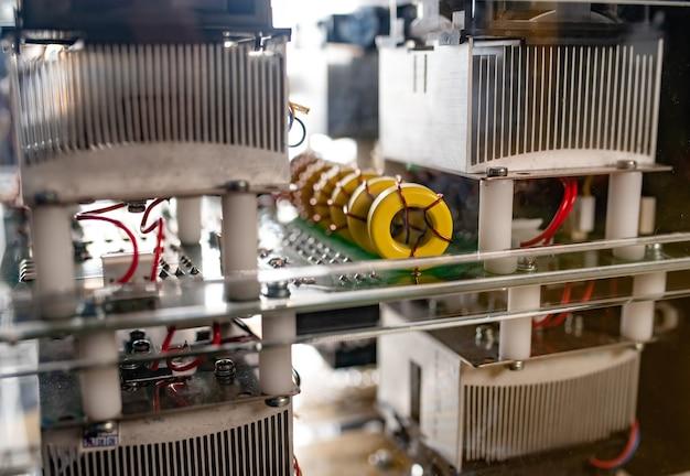 機器とマイクロ回路の複雑なシステム