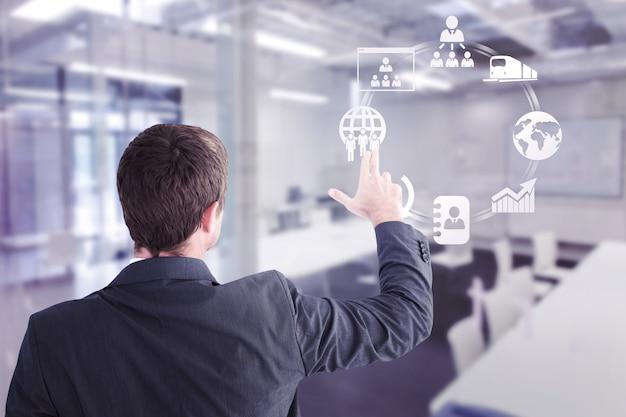 Составное изображение бизнесмена, указывая пальцами