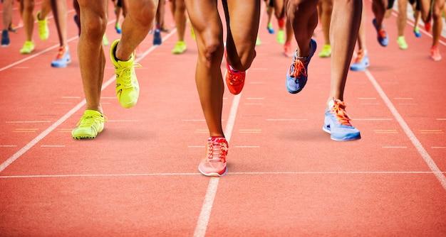 Составное изображение крупным планом бег ног спортсмена