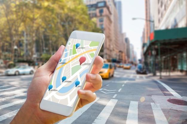 Составное изображение человека с помощью карты на телефоне