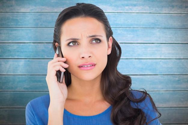 전화 통화 하는 예쁜 갈색 머리의 합성 이미지