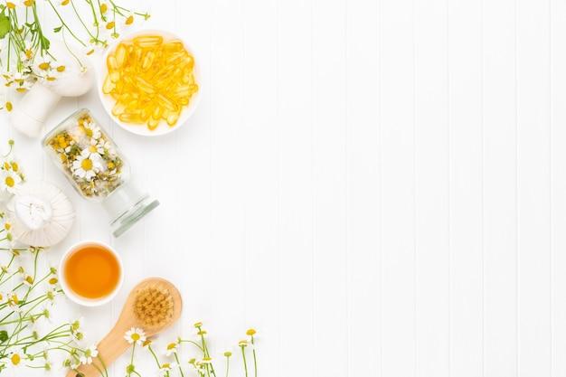 自然化粧品と明るい背景にカモミールの花の組成アロマセラピー。