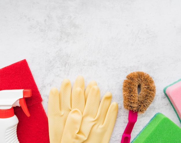 Composition of cleaning objects with copyspace