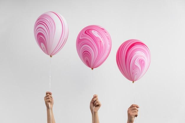 Composizione di diversi palloncini di compleanno