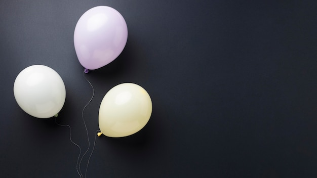 Composizione di diversi palloncini festivi