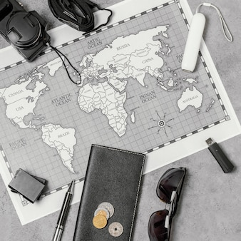 Composizione di diversi elementi di viaggio