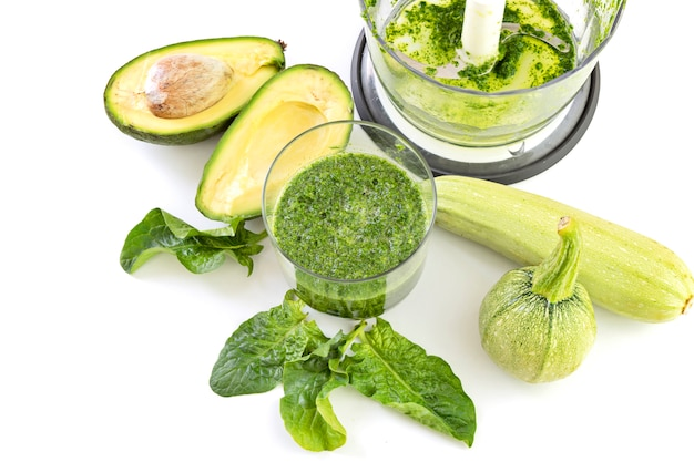 Composition from avocado, spinach, zucchini and blender