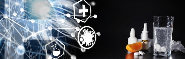 기침 시럽 병의 구성. 건강 관리, 약, 독감 및 치료 개념 - 종이 물티슈와 알약이 있는 온도계. 프리미엄 사진