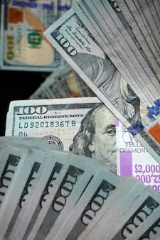 Composition of hundred-dollar bills