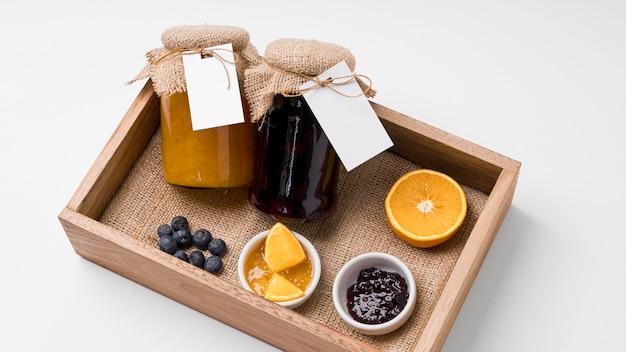 Composizione della marmellata in confezione barattolo