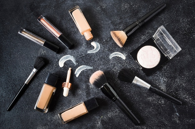 Composition of make up tools for hiding skin blemishes