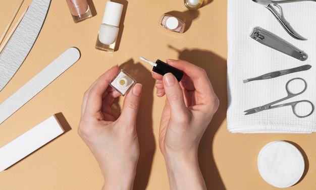 Composizione di prodotti per la cura delle unghie