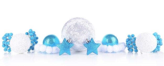 白で隔離されるクリスマスの装飾の構成