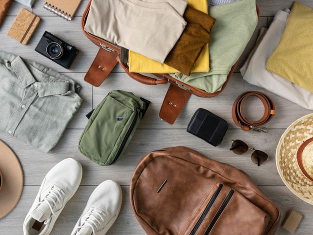 スーツケースの中の服やアクセサリーの構成