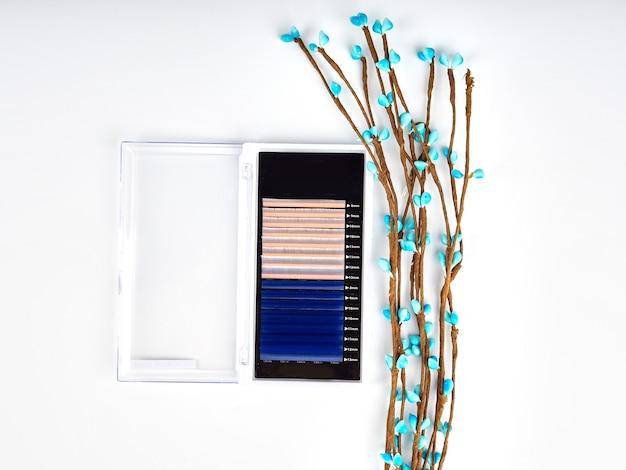 Состав цветных ресниц для наращивания с цветами, двухцветные поддоны.