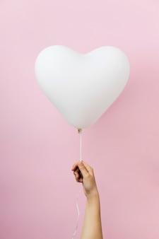 Композиция из милого сердечка на воздушном шаре