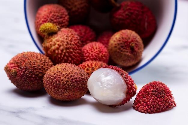맛있는 이국적인 열매의 구성