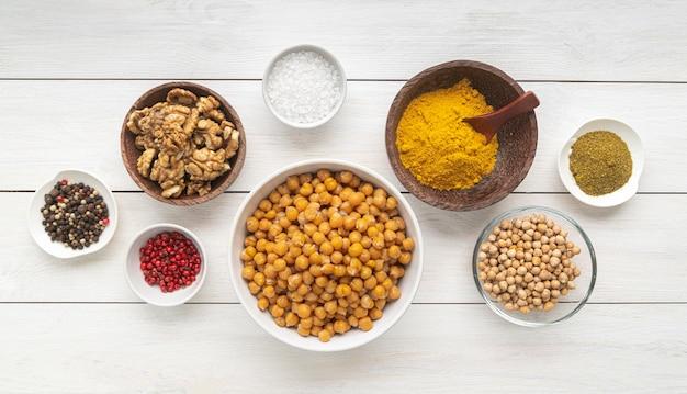 おいしい食べ物と材料の構成