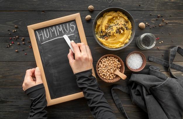맛있는 음식과 재료의 구성