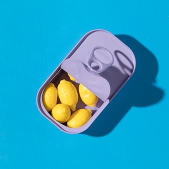Композиция из вкусных сладких лимонных конфет