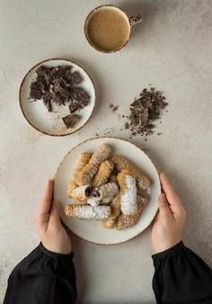 맛있는 전통 테케 노스 요리의 구성