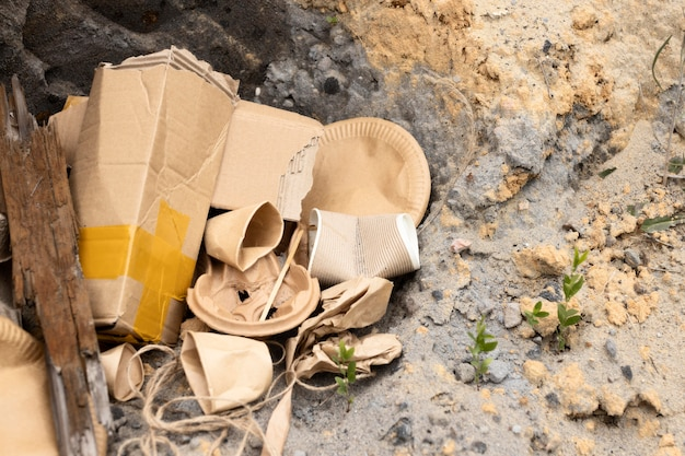 Состав грязных сваленных предметов