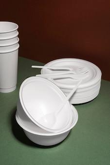 使い捨て食器の構成