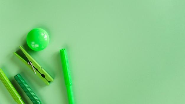펠트 펜 핀 및 자석의 구성