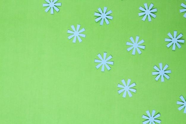 Композиция из рамок с крафтовыми цветами из бумаги