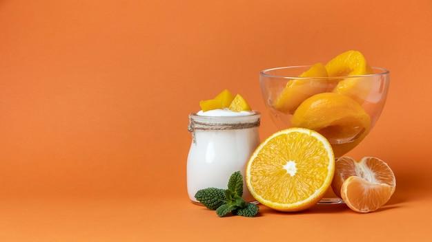 Состав здорового завтрака с йогуртом