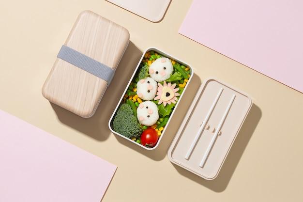 健康的な日本のお弁当箱の構成