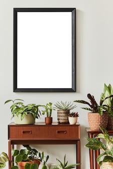 モックアップポスターフレームとさまざまな植物の家の庭のテンプレートとインテリアデザインの構成