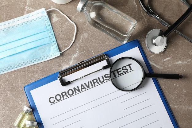 茶色のトップビューでコロナウイルスに対する保護剤の組成。ヘルスケアと医療の概念