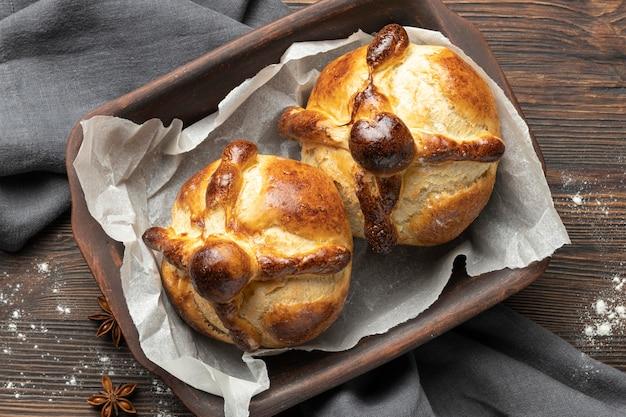 死者の伝統的なパンの構成