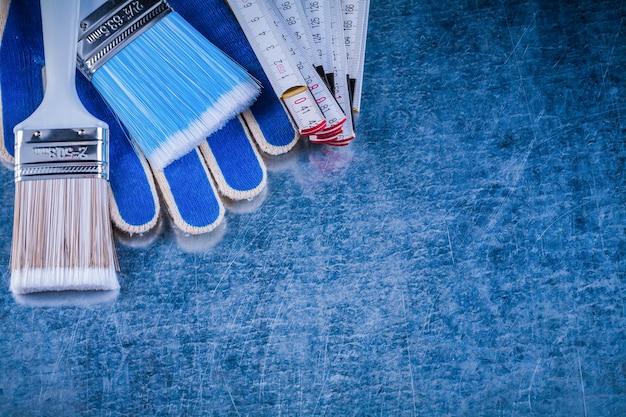 金属表面の木製メーター絵筆安全手袋の構成。