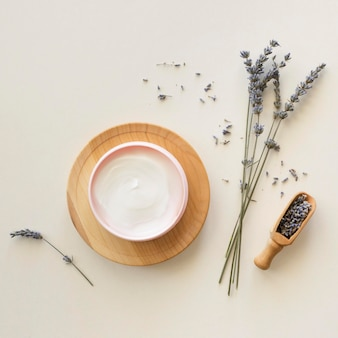 Composition of spa treatment lavender cream